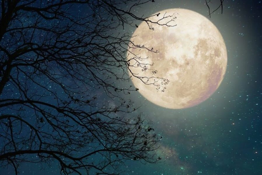 Poems about the moon in English poetry
